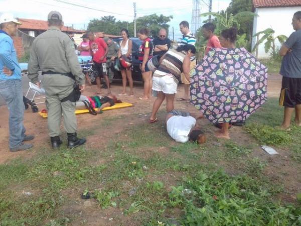 Casal fica ferido em colisão envolvendo carro e moto em Floriano(Imagem:PiauíNoticias)