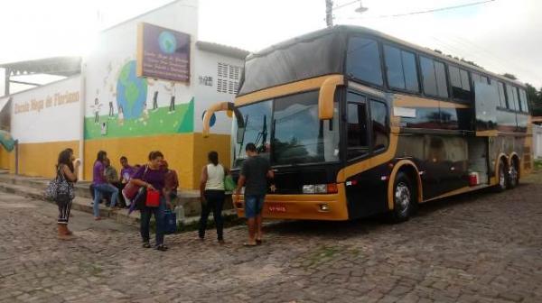 Romeiros de Floriano participam de procissão na cidade de Oeiras.(Imagem:FlorianoNews)