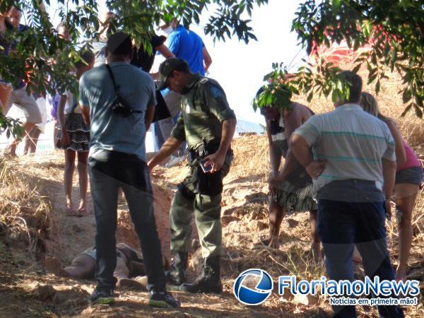 Corpo sendolevado para hospital.(Imagem:FlorianoNews)