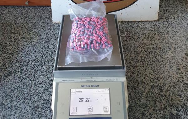 Ao todo, foram apreendidos 512 compridos de ecstasy, remetidos pelos Correios (Imagem:Divulgação/PF)