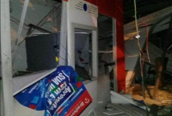 Bando explode agência do Bradesco e troca tiros com a polícia.(Imagem:Cidadeverde.com)