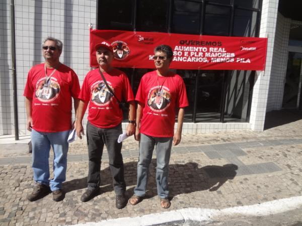 Sindicato dos Bancários realizou manifestação em frente ao BB Floriano.(Imagem:FlorianoNews)