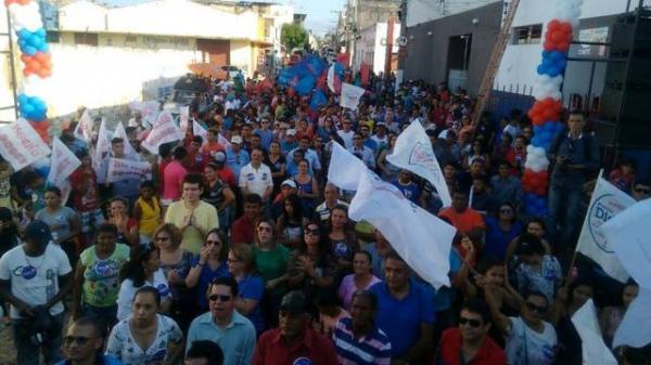 Ciro Gomes participa da inauguração do comitê de Didi Nunes em Floriano.(Imagem:ASCOM)