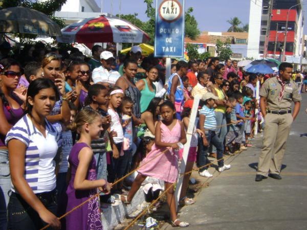 Multidão na Avenida(Imagem:Cida Santana)