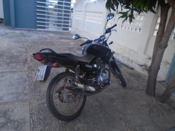 Motocicleta tomada de assalto é recuperada pela Força Tática de Floriano.(Imagem:FlorianoNews)