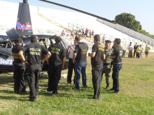 Polícia apura pouso de helicóptero no Estádio Tiberão, em Floriano.(Imagem:FlorianoNews)