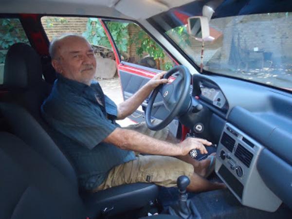 Dedé Mecânico adapta carros para pessoas com deficiência.(Imagem:Jaquelina Nascimento)