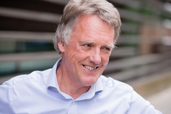 O cientista Peter Ratcliffe, um dos vencedores do prêmio nobel de Medicina deste ano.(Imagem:Paul Wilkinson/Oxford University/Handout via Reute)