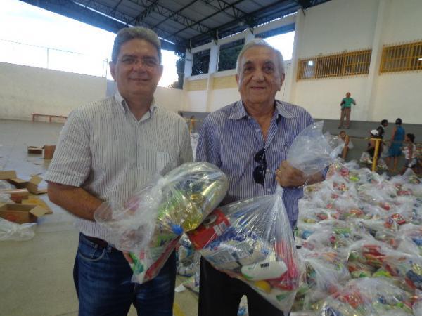 Prefeitura de Floriano realiza distribuição de cestas básicas.(Imagem:FlorianoNews)