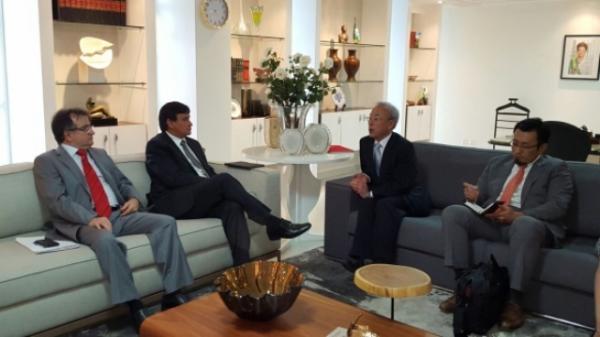 O diplomata e o chefe do poder executivo estadual pontuaram possíveis parcerias nas áreas de educação, esporte e cultura.(Imagem:CCom)