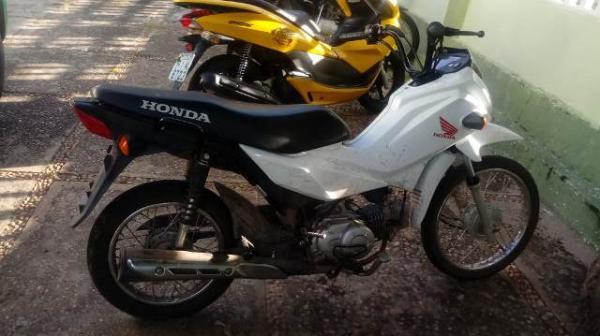 Motocicleta tomada de assalto é recuperada pela PM de Floriano.(Imagem:FlorianoNews)