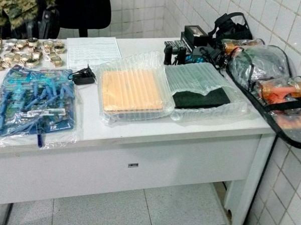 Preso estava com 37 relógios e vários outros materiais.(Imagem:Divulgação/ Polícia Militar)
