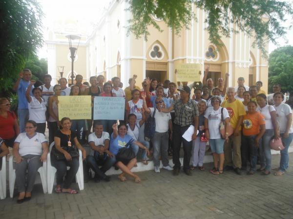 Servidores municipais reivindicam salário atrasado em Floriano.(Imagem:FlorianoNews)