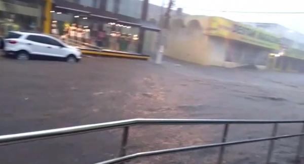 Chuva forte atinge Floriano e deixa ruas e Hospital Regional alagados.(Imagem:Divulgação)