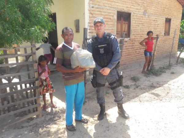 2º Pelotão do 35º Batalhão De Polícia Militar faz entrega de cestas básicas em Barão de Grajaú(Imagem:Divulgação)