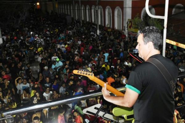 Ricardo Chaves anima multidão e marca a segunda de carnaval em Floriano.(Imagem:SECOM)