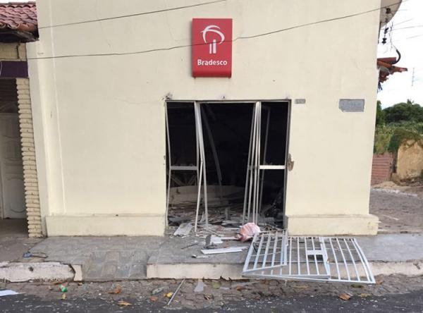 Bandidos explodiram primeiro o posto do Bradesco de Jerumenha.(Imagem:Divulgação/Polícia Militar)