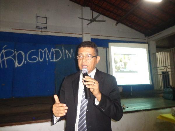 Auro Costa ministrou palestra sobre tratamento alternativo do câncer em Floriano.(Imagem:FlorianoNews)