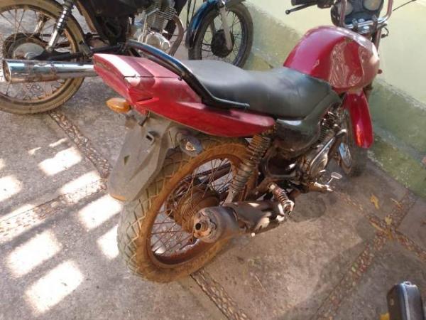 PM recupera motocicleta roubada em Floriano.(Imagem:FlorianoNews)
