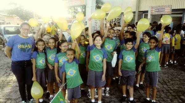 Centro Educacional Peniel realiza passeata de abertura da copa do mundo(Imagem:FlorianoNews)