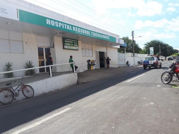 Três pessoas ficam feridas em acidente envolvendo duas motocicletas.(Imagem:FlorianoNews)