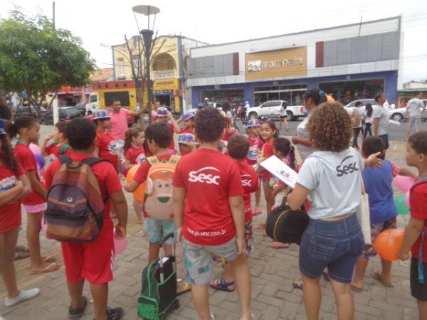 Crianças participam da abertura do Projeto Brincando nas Férias 2017.(Imagem:FlorianoNews)