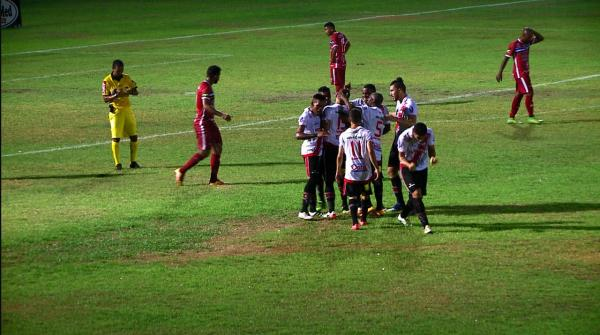 André Luiz festeja muito gol que garantiu virada do River-PI sobre o Maranhão.(Imagem:Kleiton Martins)