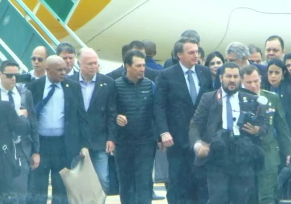 Bolsonaro desembarca em Vitória da Conquista, na Bahia, para inauguração de aeroporto.(Imagem:Reprodução/GloboNews)