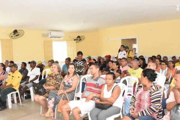 Pescadores de Floriano participam de reunião para discutir o período da piracema.(Imagem:SECOM)