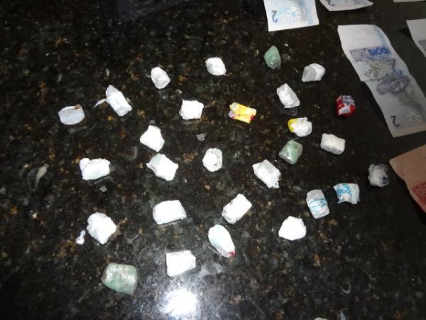 Menor é apreendido com 28 trouxas de drogas em Floriano.(Imagem:FlorianoNews)