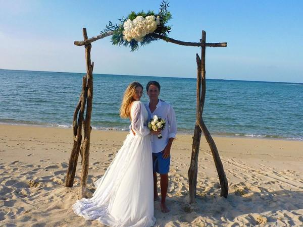 Luma Costa e Leonardo Martins se casaram novamente. Dessa vez, os votos aconteceram no Caribe.(Imagem:Reprodução/Instagram)