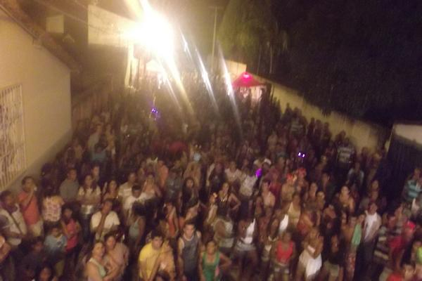 Bloco das Virgens reúne multidão em Floriano(Imagem:FlorianoNews)