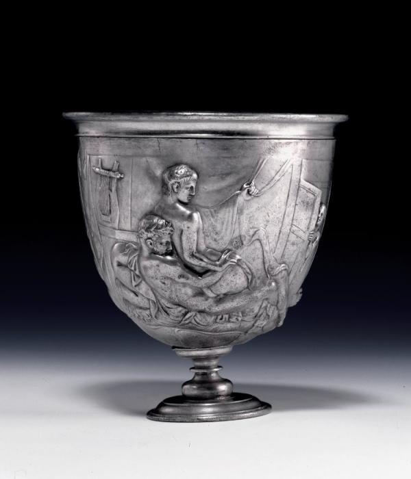 Warren Cup, taça romana com imagens em relevo de homens fazendo sexo anal.(Imagem:British Museum)