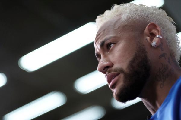 Neymar é alvo de disputa entre Barcelona e Real Madrid.(Imagem:Reuters)