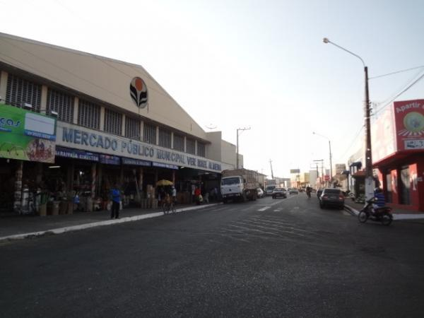 Feira aos domingos no mercado municipal de Floriano é suspensa para evitar aglomeração de pessoas.(Imagem:FlorianoNews (Arquivo))