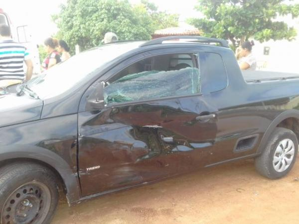 Casal fica ferido em colisão envolvendo carro e moto em Floriano.(Imagem:PiauíNoticias)