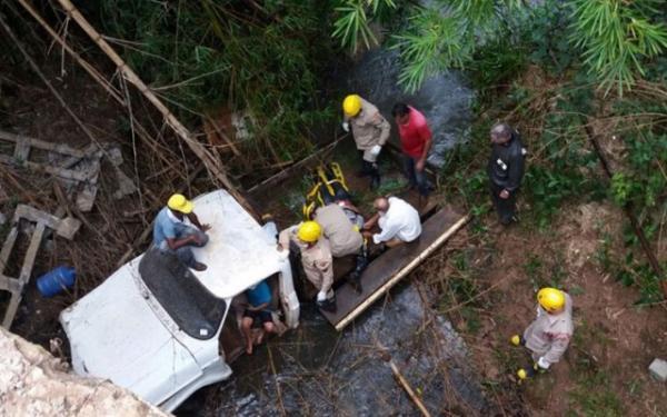 Acidente: criança de 6 anos salva avô após carro cair em rio.(Imagem:G1.com)