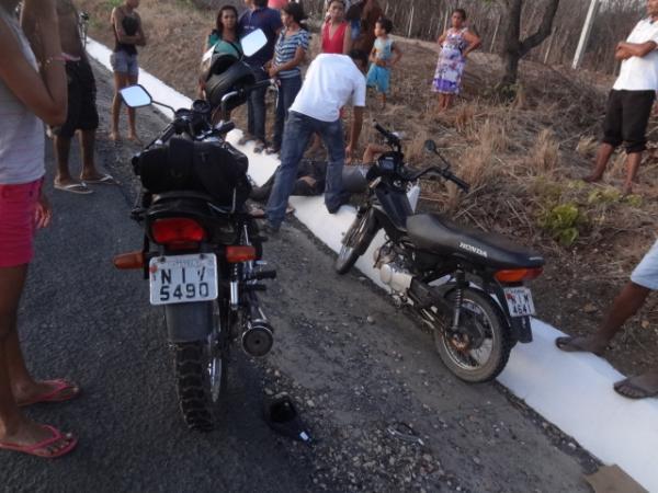 Carro colide em moto na BR-230 e foge sem prestar socorro.(Imagem:FlorianoNews)