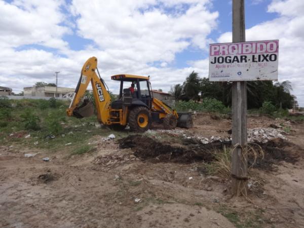 Prefeitura de Floriano realiza limpeza da galeria para evitar alagamentos.(Imagem:FlorianoNews)