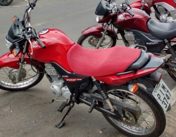 Polícia identifica suspeito de roubo a farmácia e recupera moto usada no crime.(Imagem:3° BPM)