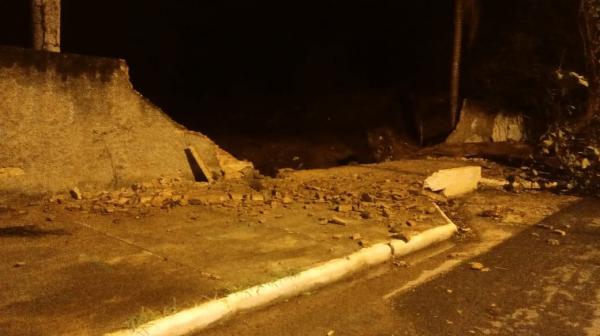 Chuva provoca queda arvores e estragos em Floriano. (Imagem:FlorianoNews)