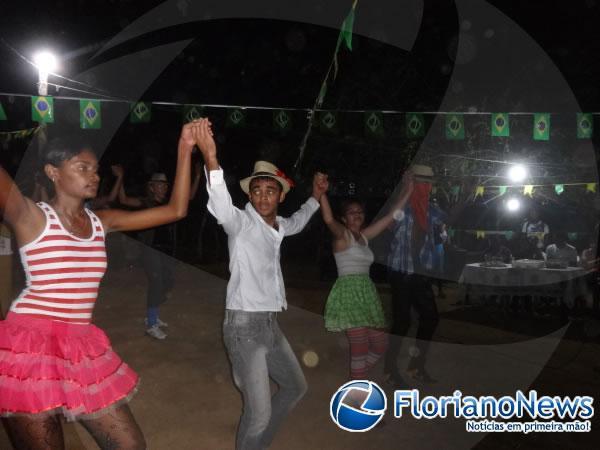 Festival de quadrilhas é realizado pelo Repórter Amarelinho na localidade Morrinhos.(Imagem:FlorianoNews)