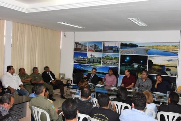 Prefeitura Municipal promove reunião com entidades competentes para discurtir segurança pública.(Imagem:SECOM)