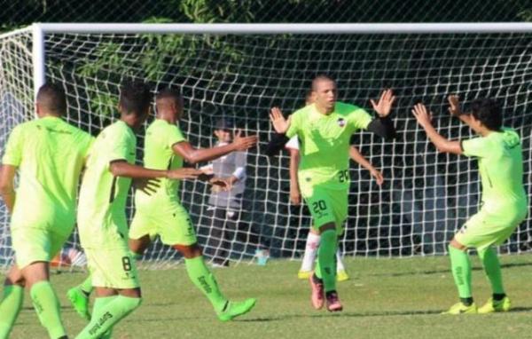 Gleydisson comemora o seu gol marcado.(Imagem:Victor Costa / River AC)