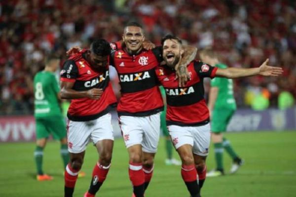 Guerrero faz três e Flamengo massacra a Chapecoense na Ilha do Urubu.(Imagem:Gilvan de Souza/CRF)