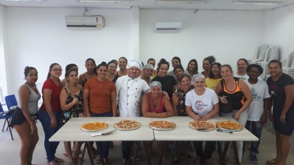 Curso de Pizza e de Confeitaria são oferecidos pela Assistência Social de Floriano.(Imagem:SECOM)