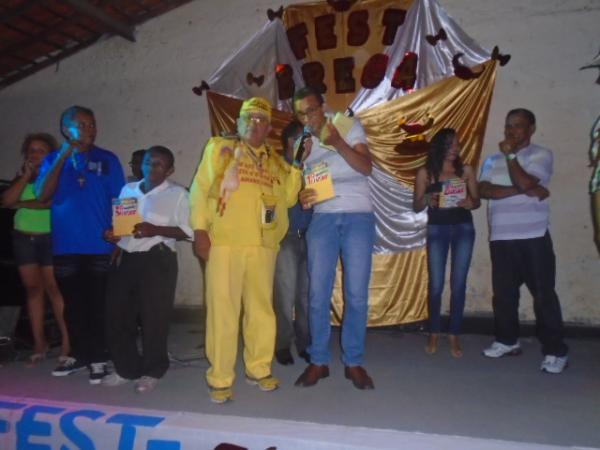 Calouros recebem premiação.(Imagem:FlorianoNews)