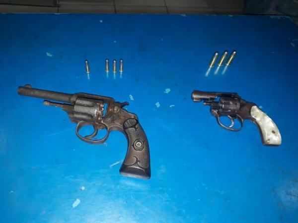 Armas apreendidas.(Imagem:Força Tática)