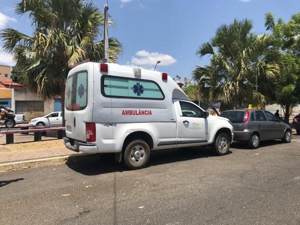 Ambulância estava com placa adulterada e sem registro no Detran.(Imagem:Lorena Linhares/G1)