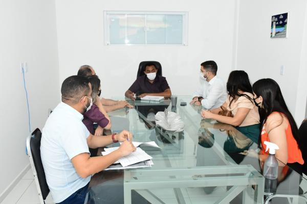 Delegadas de Floriano estiveram reunidas com o prefeito Joel Rodrigues.(Imagem:Divulgação)